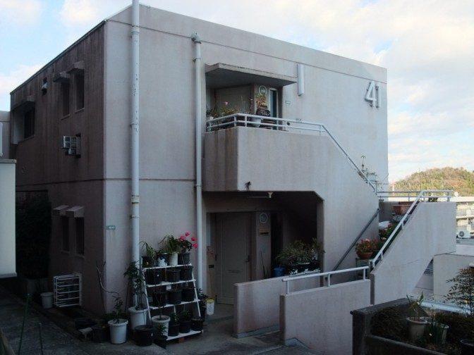 二階に通じる階段は専用
