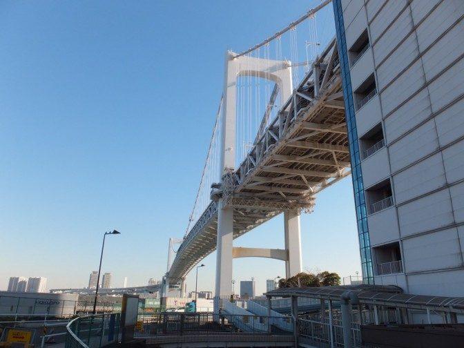 さあ、橋の上に行こう