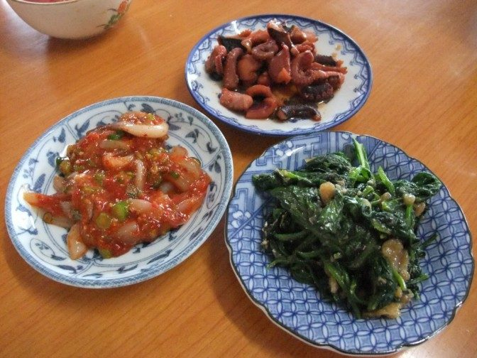 ほうれん草と小松菜のナムル、タコキムチ、タコの炊いたん
