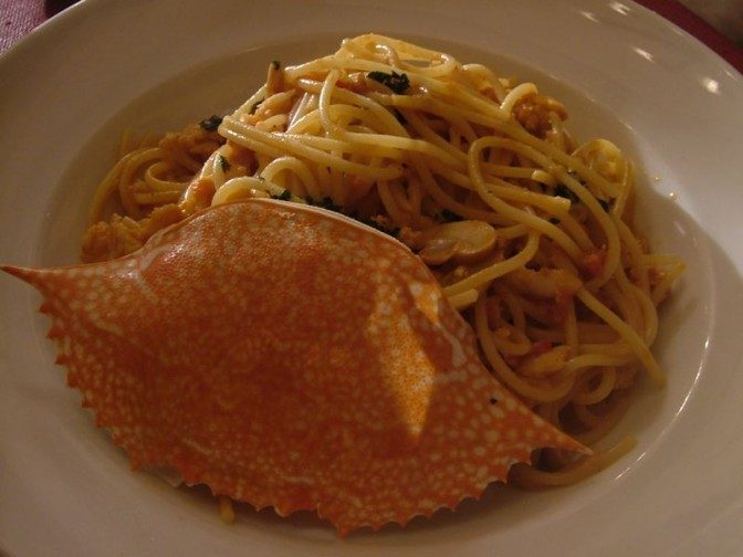シメの料理、カニのスパゲティ