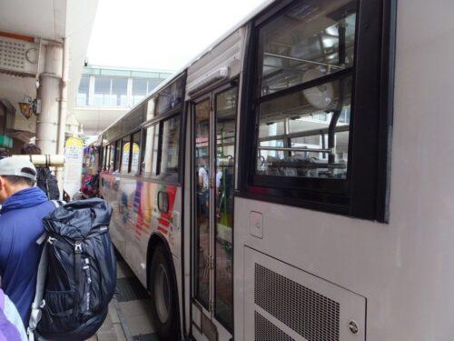 バスは二台編成