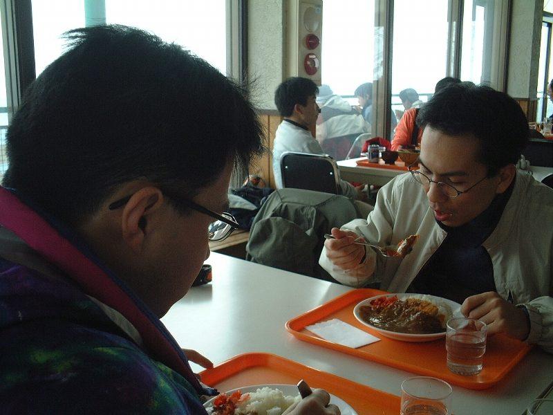 お昼ご飯中