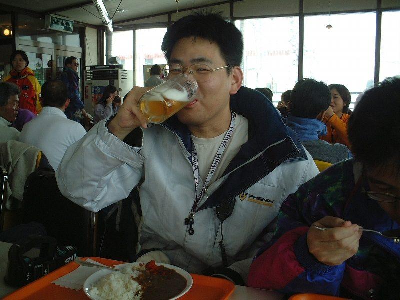 生ビール喫飲中