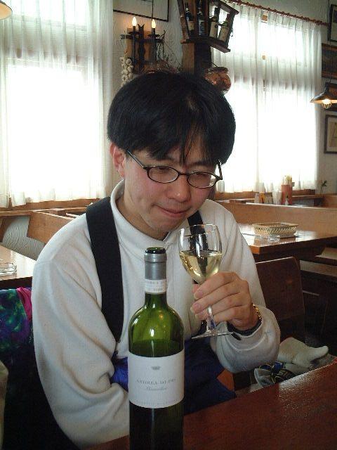 ワインをたしなむ。しかもボトルで。
