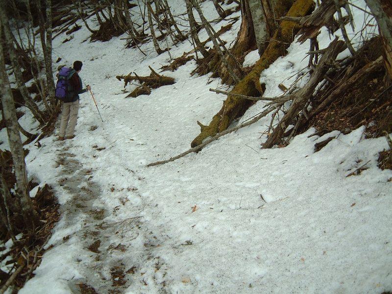 またアイゼンが必要な登山道