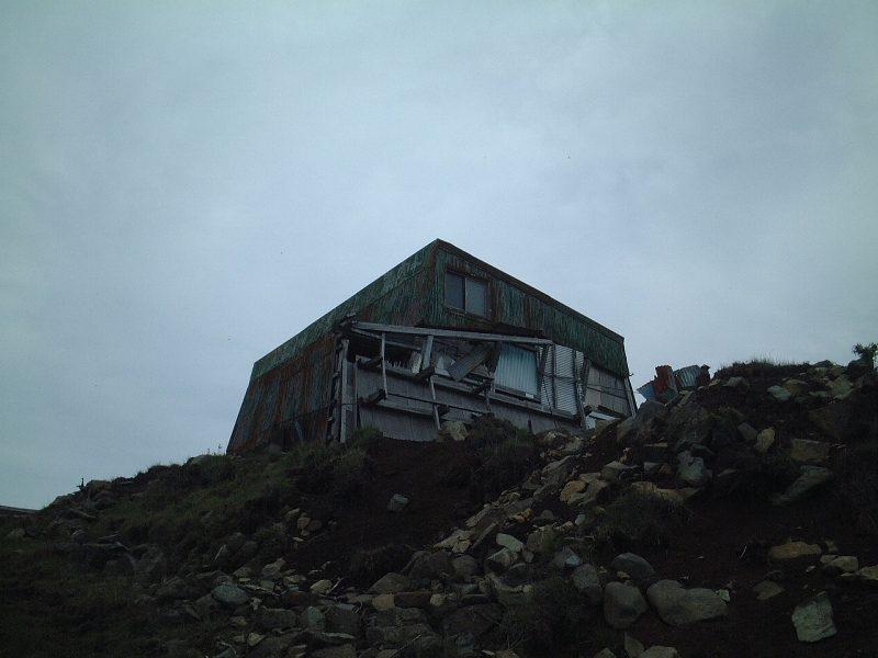 廃墟となっている山小屋