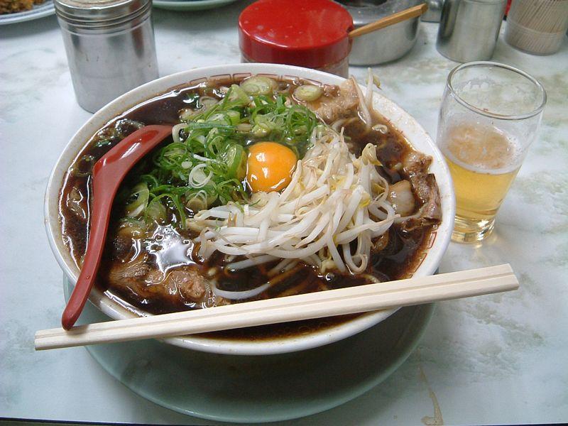 新福菜館でラーメンとビール