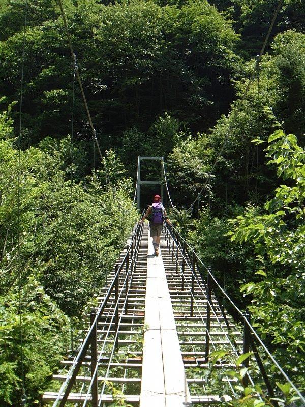 吊り橋を渡って本格的な登山開始