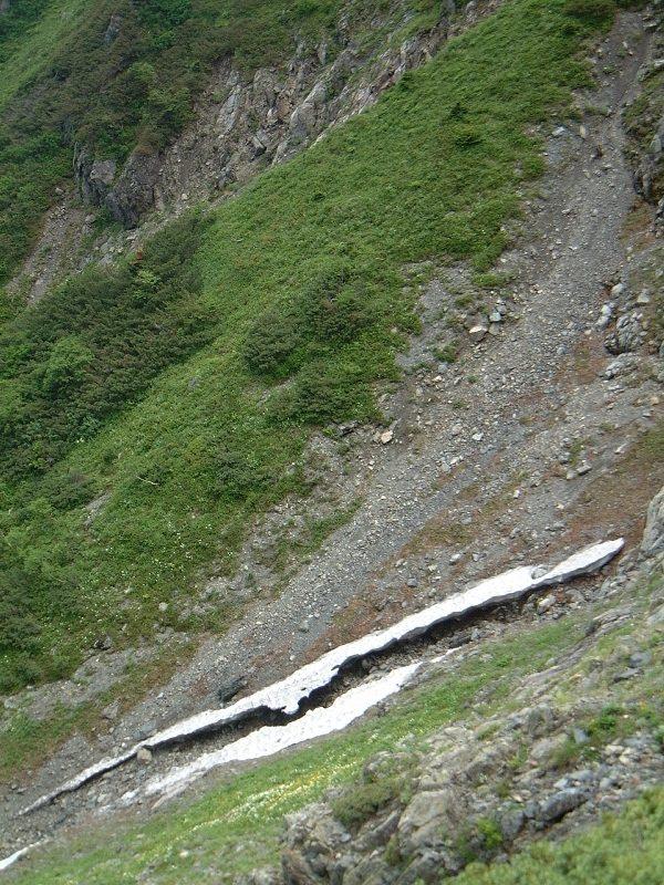 雪渓が壊れている