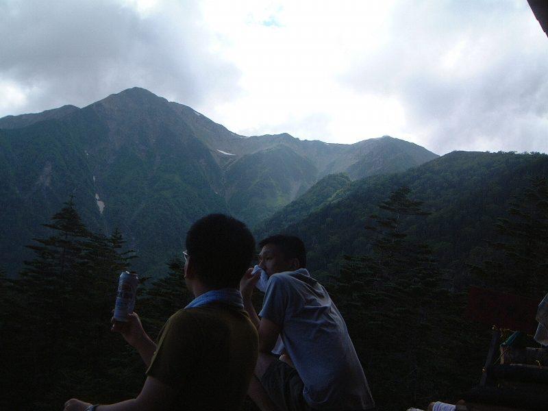赤石岳を見ながらビール