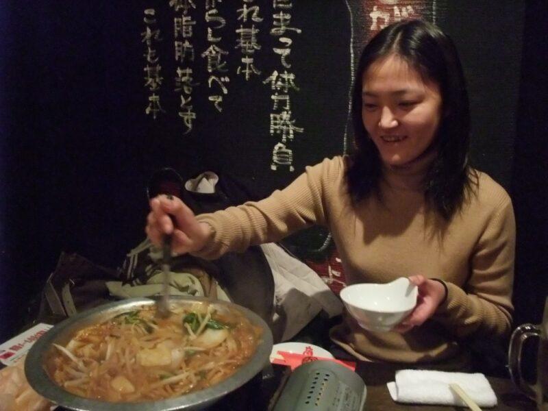 今のところ笑顔でハバネロ鍋に接する