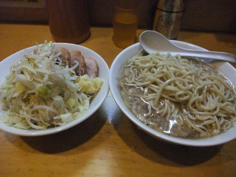 ブタ+麺大盛 ヤサイニンニク
