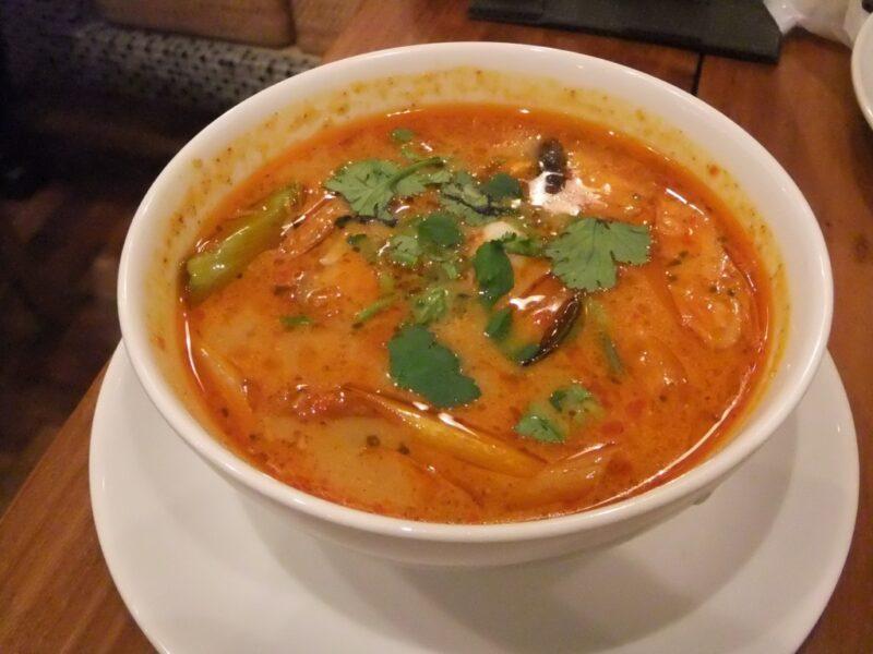 海老の辛くて酸っぱいスープ トムヤムクン
