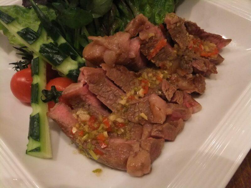タイ牛肉のグリル スアローンハイ