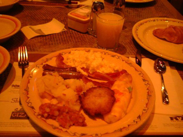ルクソール・バフェの食卓