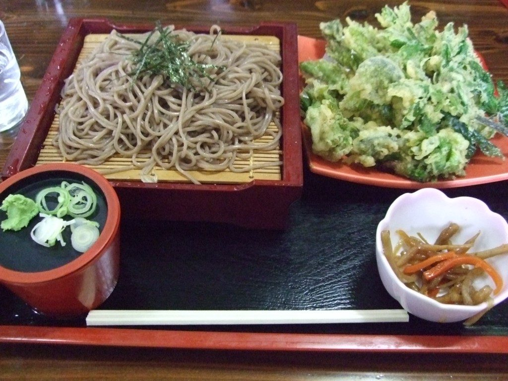 ざるそばと山菜天ぷら