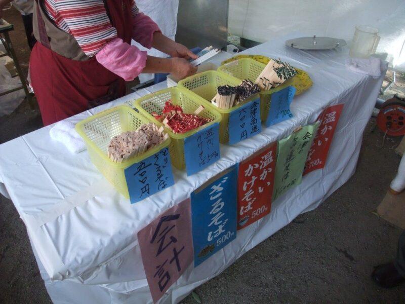 食券のかわりに色つきの割り箸