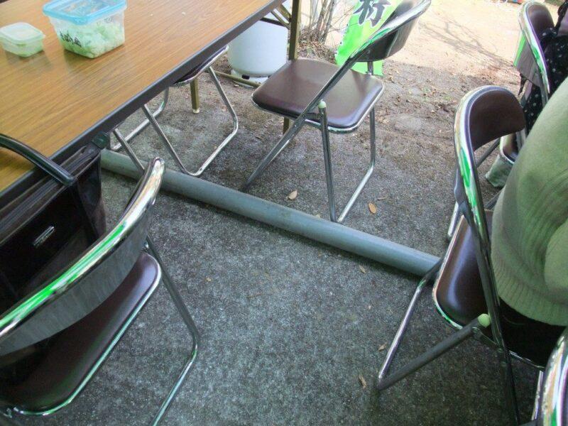 客席の中に水道管