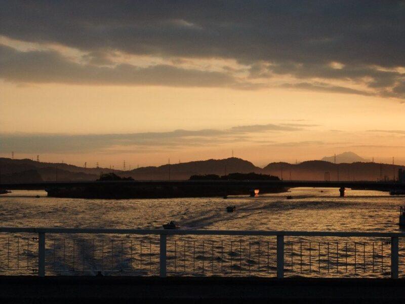 夜明けの新大橋