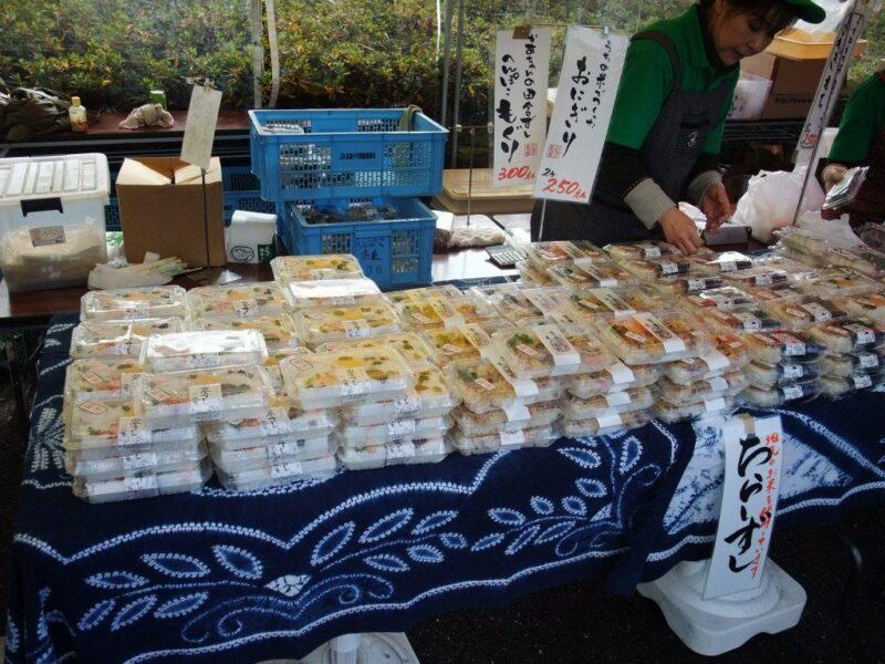 おにぎりを売るお店。広島県人はむすびが大好き