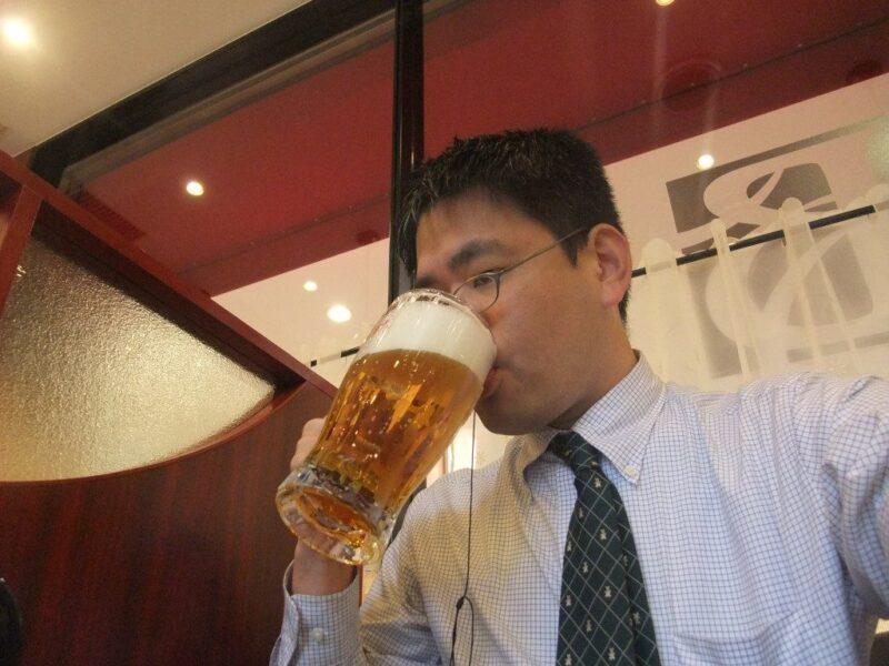 心の中で「ウォー」と言いつつビールを飲む