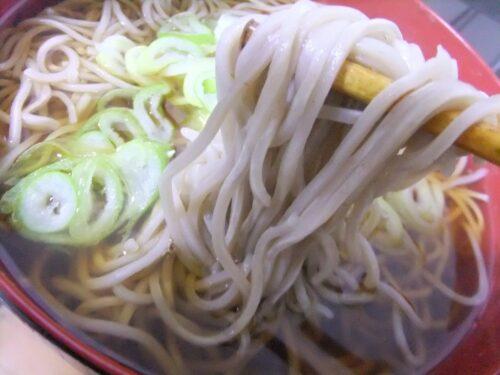 白っぽい麺