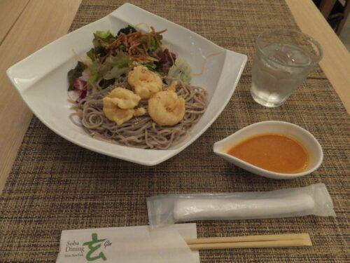 小海老天ぷらの和風そばサラダ