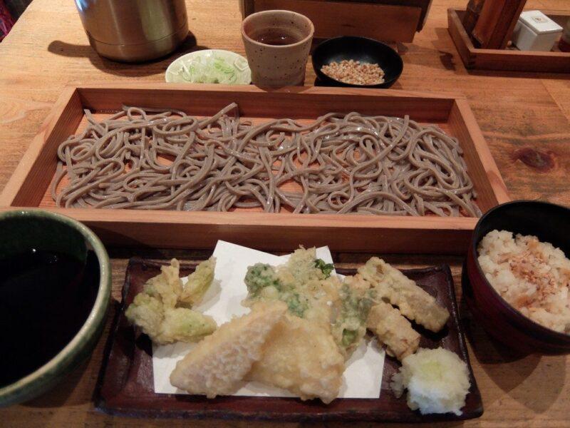 山菜の天ぷらそば切り
