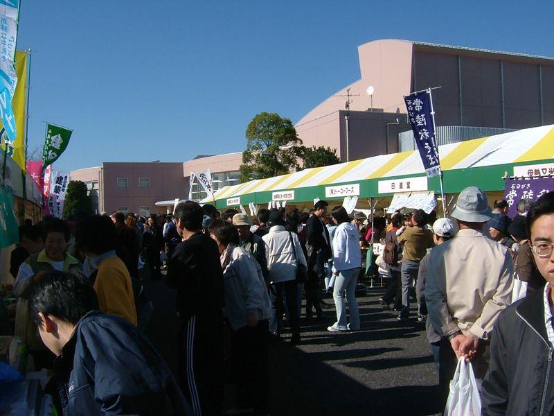交流センターふじ前の広場