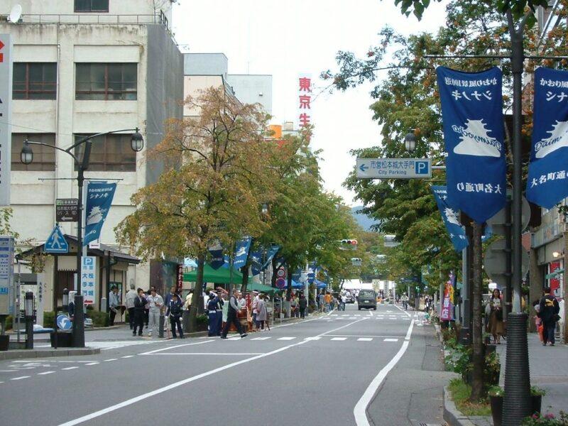 松本城までてくてくと歩く