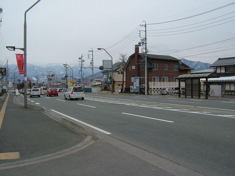 にしざわ前の幹線道路