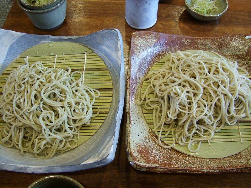蕎麦を並べる