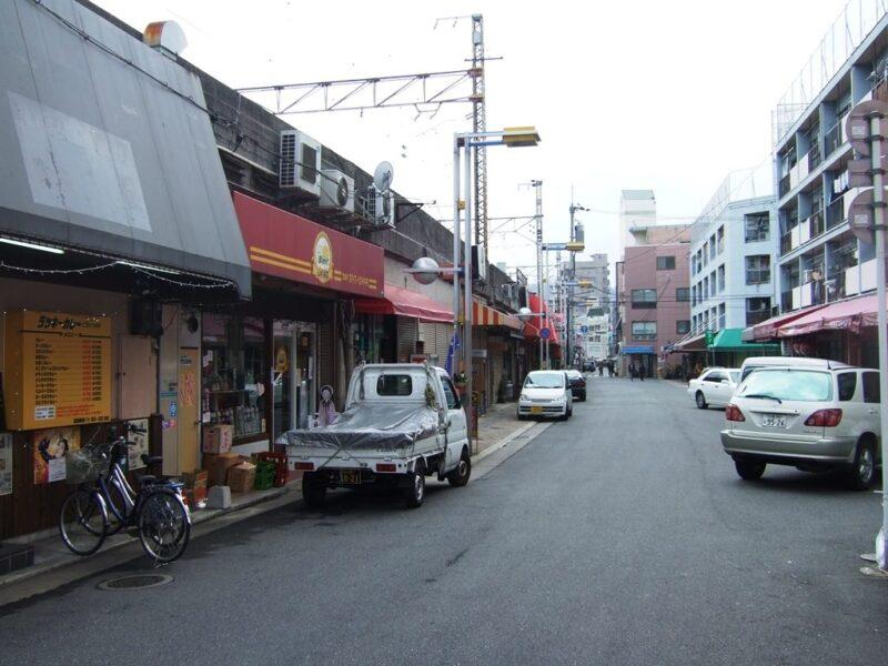 横川駅そばのガード下