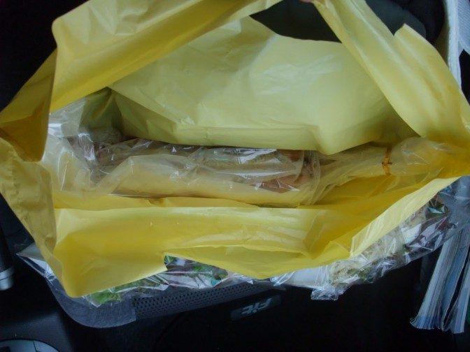 袋の底に鎮座するスーパーマックスドッグ