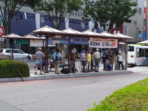 広河原行きのバス乗り場