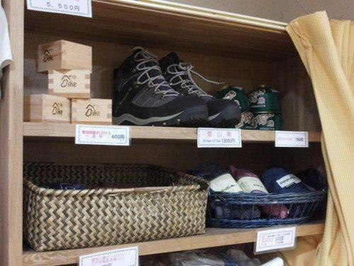 登山靴まで売られている