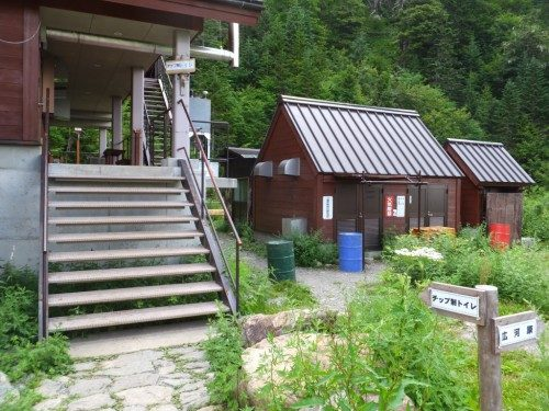 山小屋宿泊ではない人たち用のトイレ