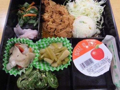 炒め物やら生野菜やら