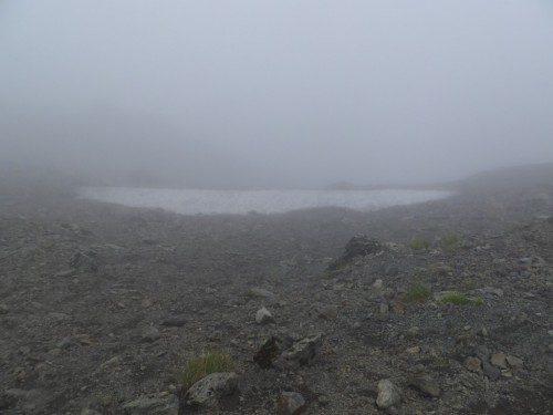 雪渓が残る