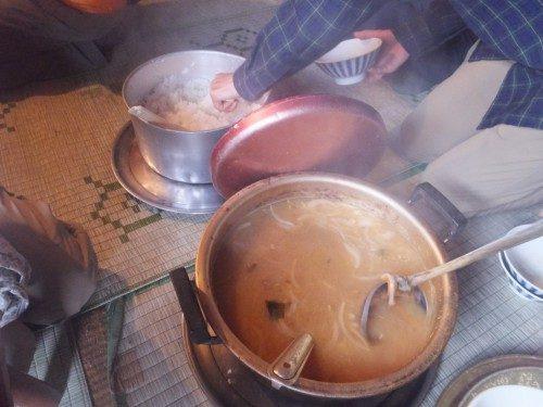 ご飯とみそ汁はセルフで