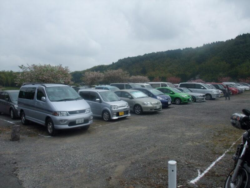 車がびっしりの駐車場