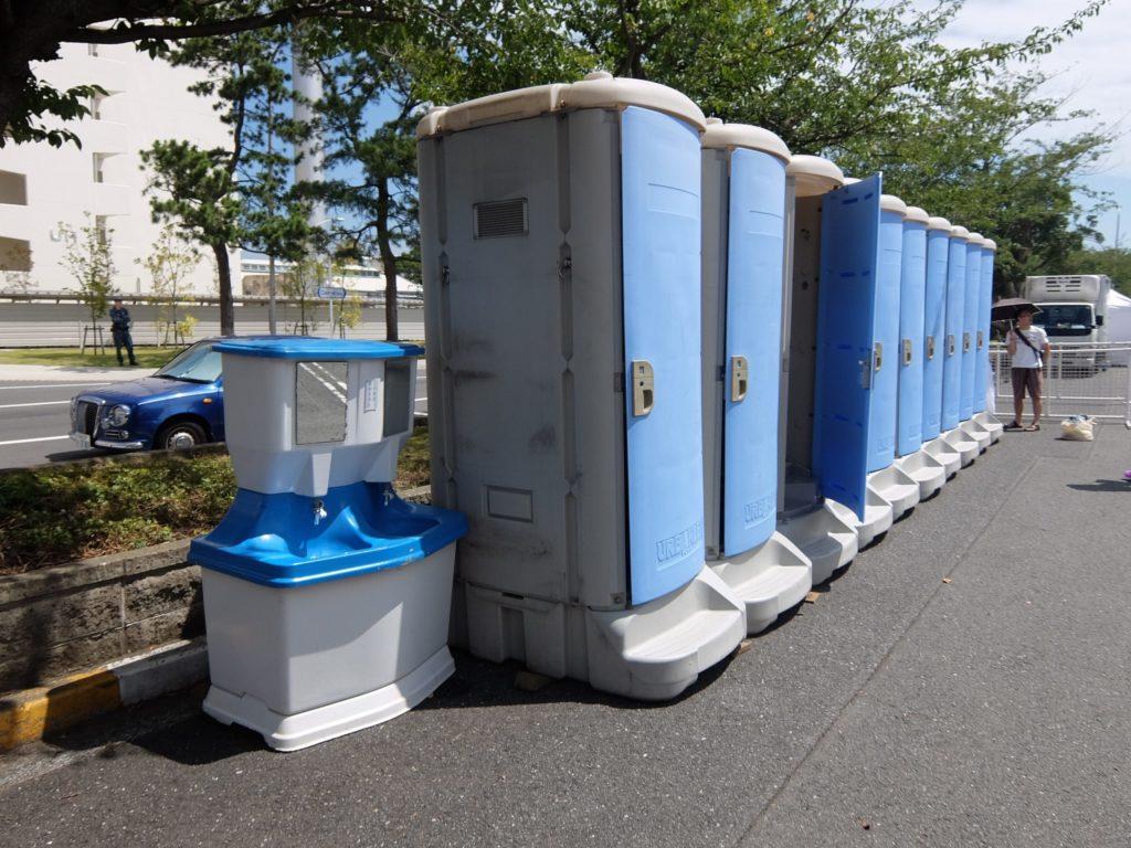 仮設トイレと、お手洗い