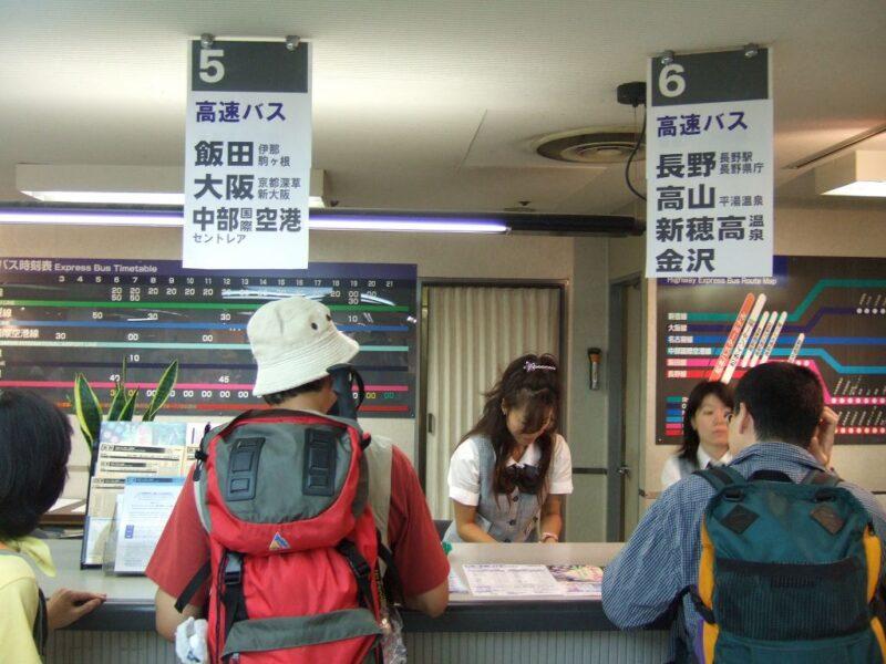 バスのチケット販売カウンター