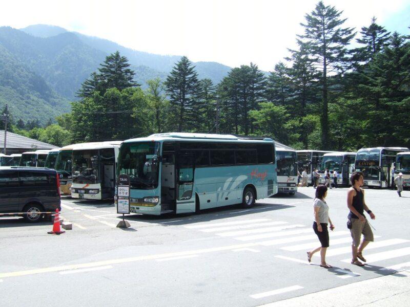 観光バスがいっぱい