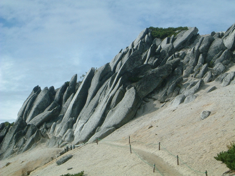 燕岳山頂を目指す