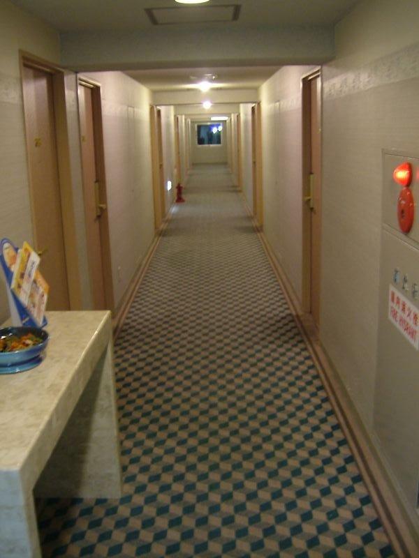客室棟の廊下