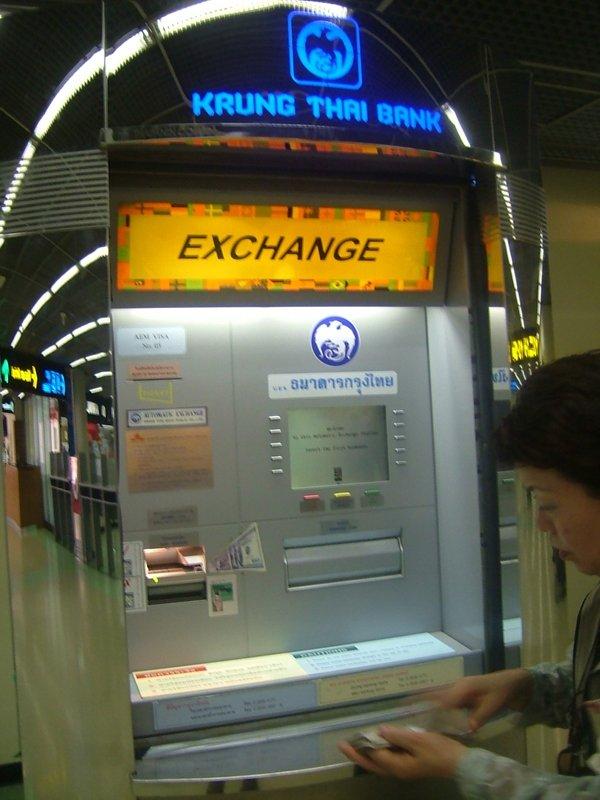 空港内の両替機