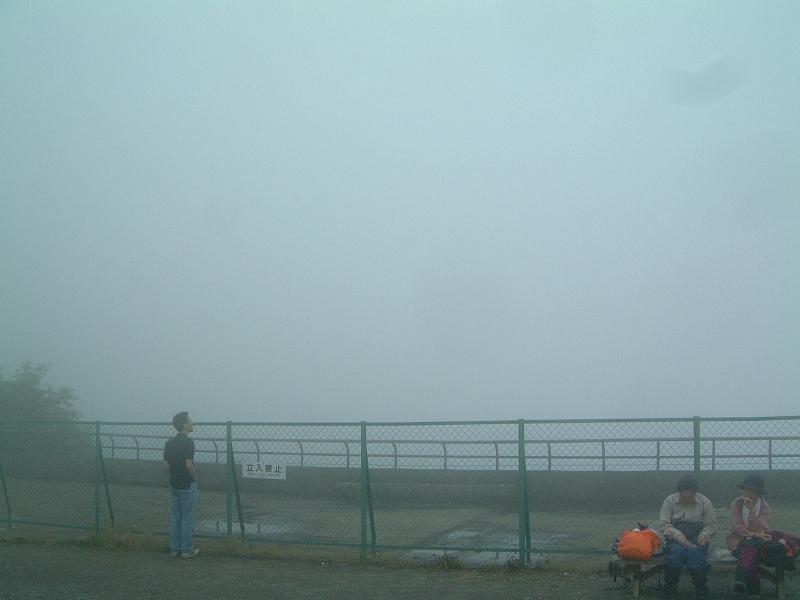 霧で何も見えない