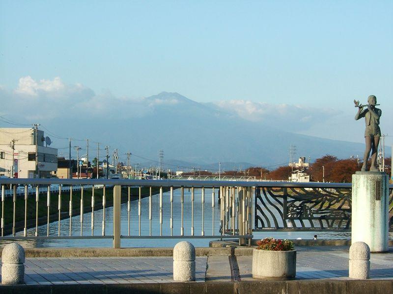 酒田市から鳥海山