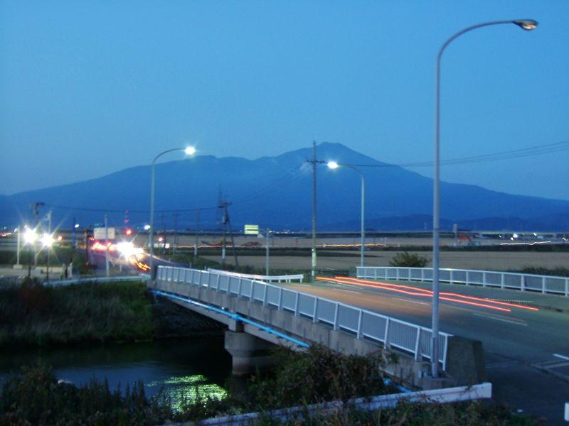 日没の鳥海山